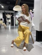 Yellow vs jeans - 01